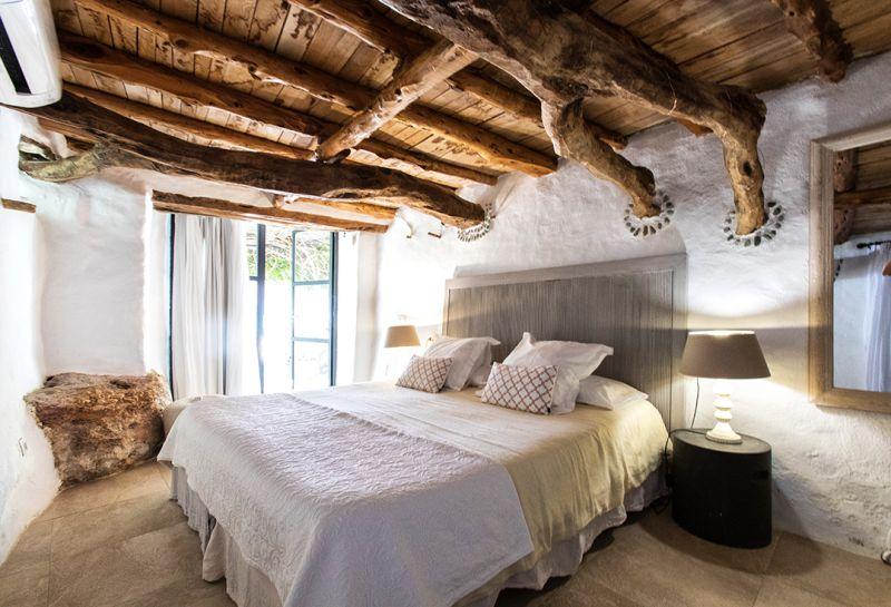 Apertura de nuevos hoteles en Santa Eulària des Riu y la reedición de la guía de los Hoteles con Encanto